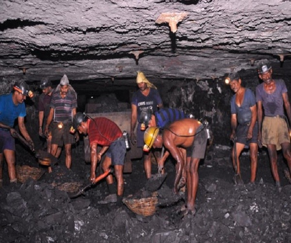 Telangana Coal Mines Employees pledged support for KCR
